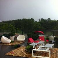 Веранда загородного дома, после дождя. Мебель Ego Paris (Франция)